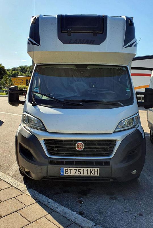 транспортен камион бял на фирма Актив-Транс