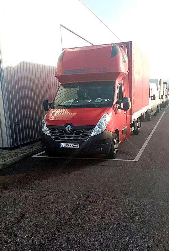 транспортен камион червен на фирма Актив-Транс